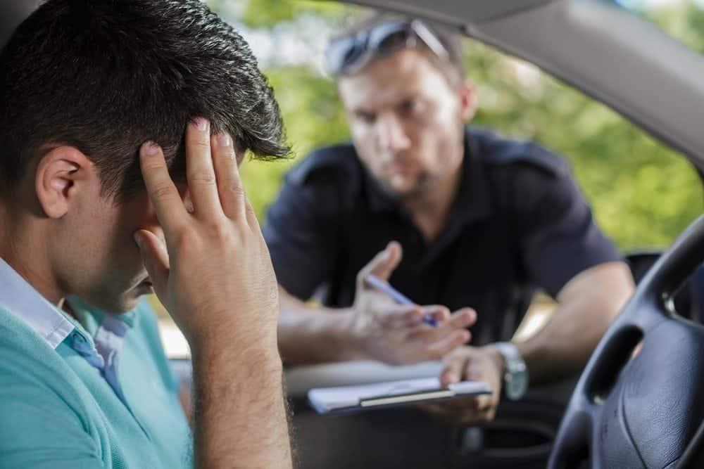 multa para condutor nao habilitado