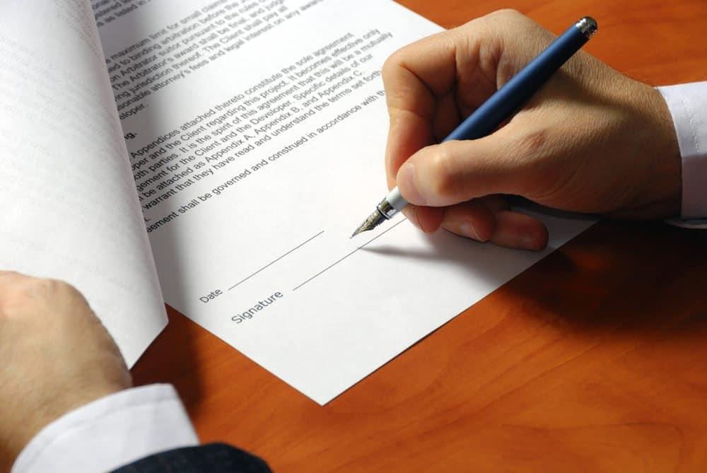 quais informacoes devem estar presentes no contrato de compra e venda de veículo