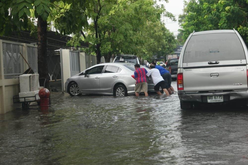 Descubra quanto você poderá gastar para reparar os estragos causados por uma enchente ao seu veículo