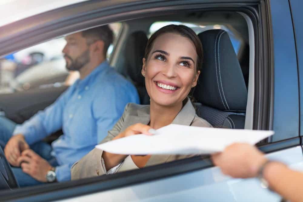 diferenca entre entregar e permitir pego dirigindo sem cnh