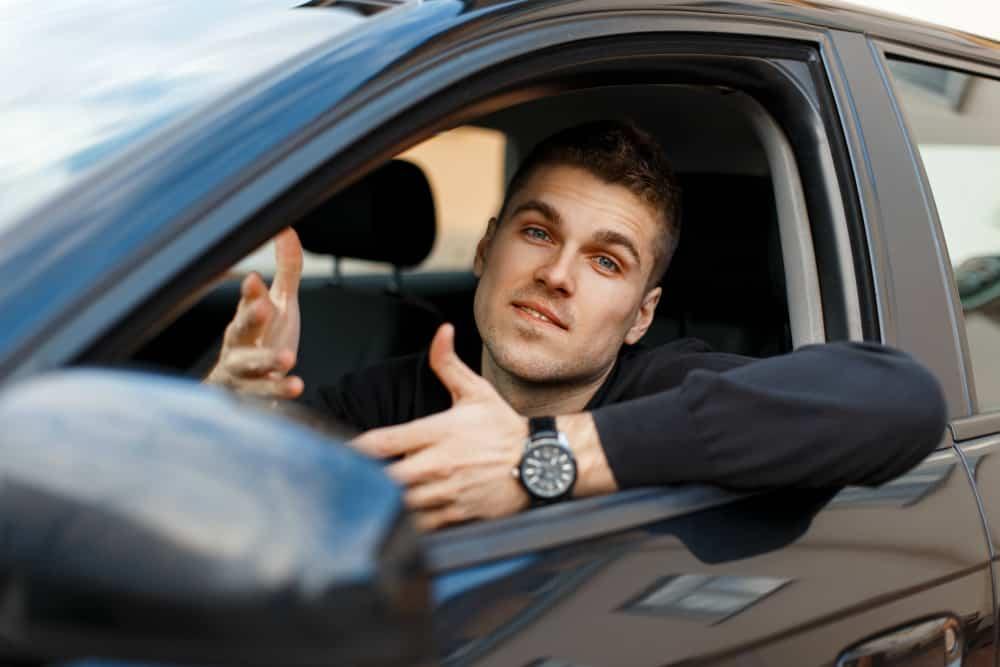 A indicação de condutor pode ser feita por meio de um formulário que, geralmente, já vem junto com a notificação.