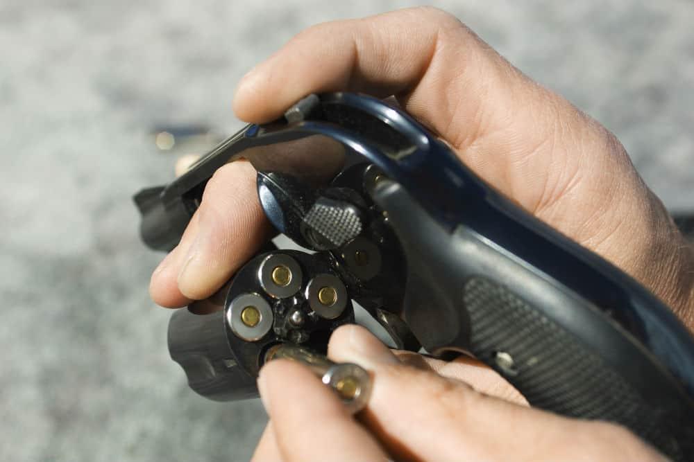 Descubra como surgiu a polêmica sobre o porte de armas para caminhoneiros