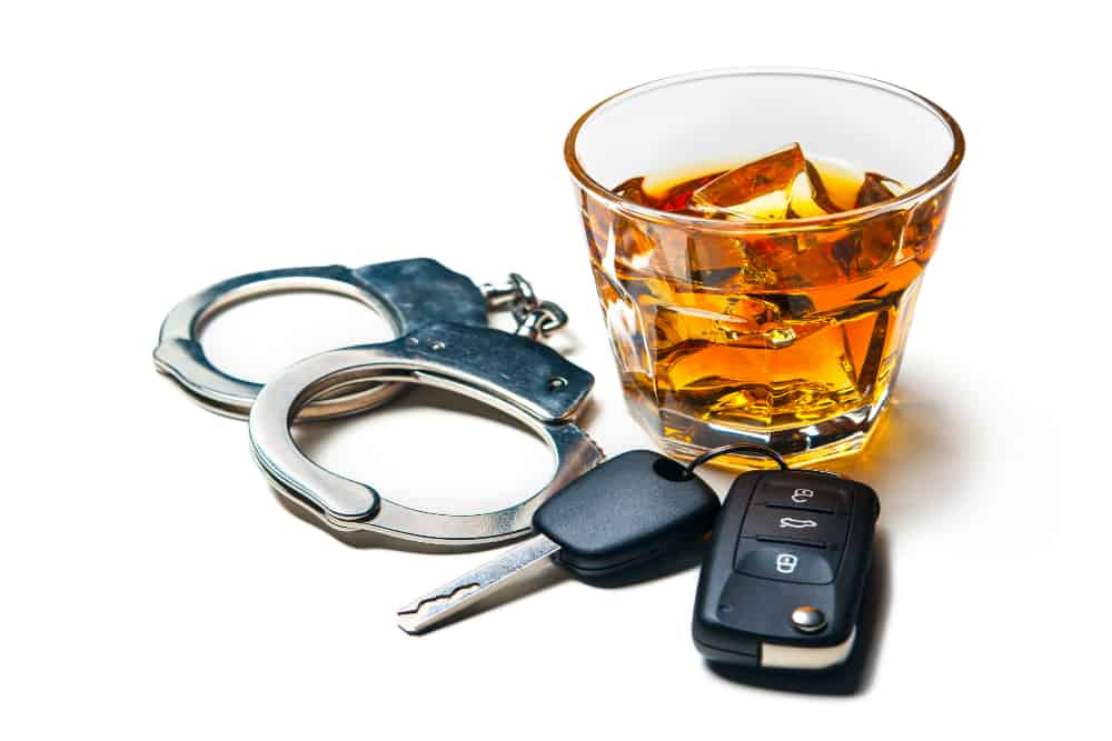 Se o bafômetro acusar mais de 0,3 miligramas de álcool por litro de ar alveolar, o condutor será enquadrado em crime de trânsito.