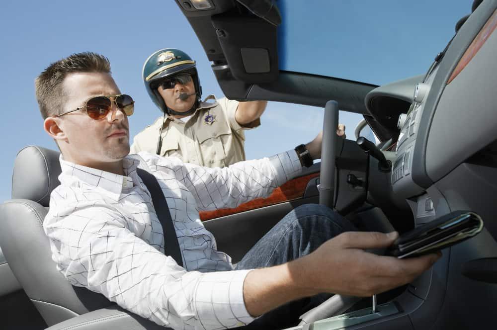 Ao atingir os 20 pontos na CNH, o motorista pode sofrer a suspensão do direito de dirigir