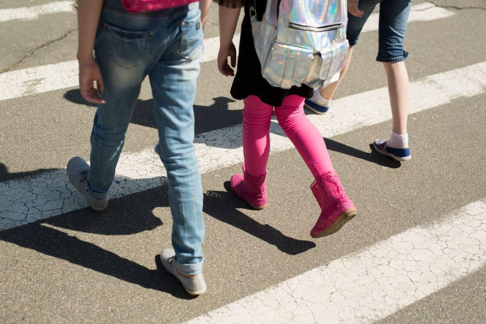 Seja um bom exemplo aos seus filhos e obedeça aos seus deveres enquanto pedestre